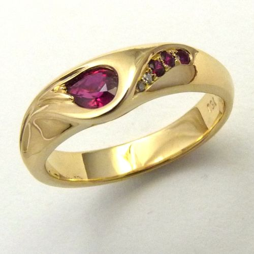 114RRGWM Ring Ocean Wave Design in 18ct Yellow Gold featuring 4 Rubies and 2 Diamonds in Brilliant cut