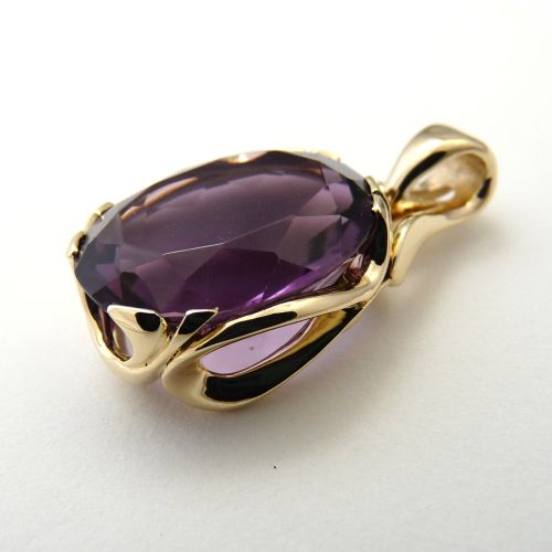 Pendant in 9ct Yellow Gold S-Swirls featuring oval faceted Amethyst 19.79ct 20.5x16.2mm
