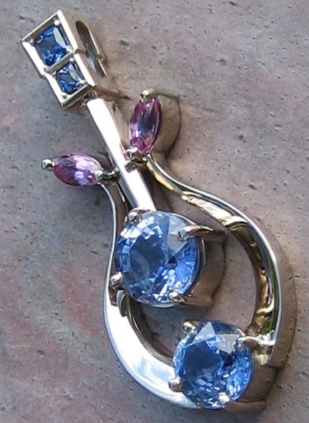 Pendant in 18ct White Gold featuring 6 blue and pink Sapphires Art noveau Style