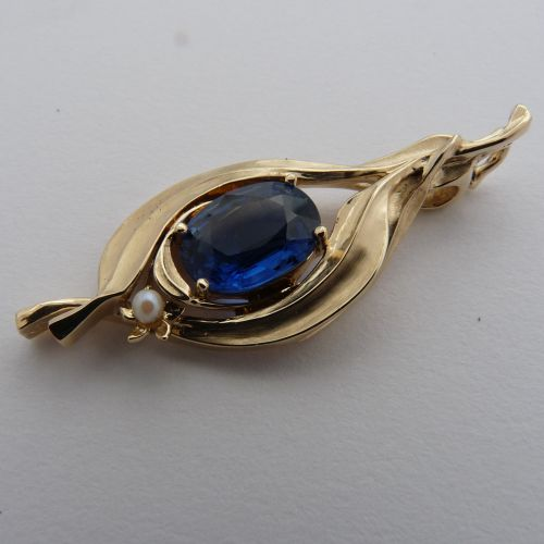 Leaf Flower Design 30P4LF Pendant in 9ct Yellow Gold 5.86g featuring oval faceted Kyanite 8.5 x 11mm claw set Seed pearl 2.5mm on pin