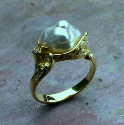 hand-made Ring in 18ct Yellow Gold carved featuring odd shaped large freshwater pearl and a Diamond in Brilliant cut