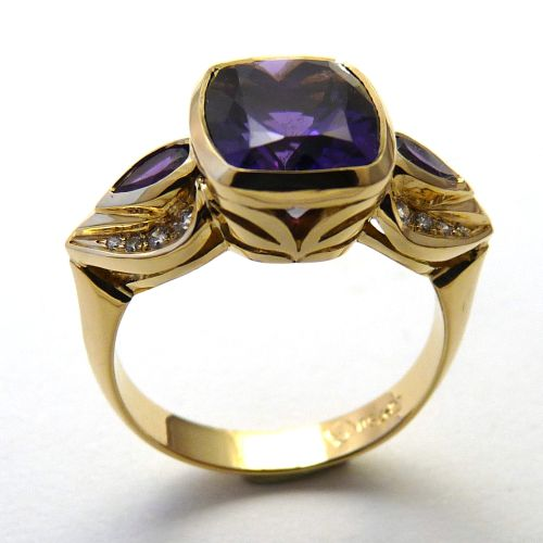 Ring in 18ct Yellow Gold Filigree Details, sculptured droplet shank featuring large dark Amethyst 11x9mm Cushion cut 4.1ct, 2 pear shaped Amethysts 5x3mm, Diamonds in Brilliant cut