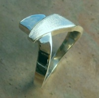 138RS Ring diagonal cross over triangle Design highly 3 dimensional sculptured ring