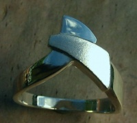 138RS Ring diagonal cross over triangle Design highly sculptured 3 - dimensional Design