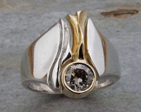 Ring Waterfall Design in Sterling Silver with 18ct Yellow Gold insert featuring a champagner coloured Diamond in Brilliant cut, deep carved sculptured