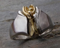 143RYG Ring in Sterling Silver with 18ct Yellow Gold insert, deep carved sculptured