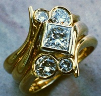 18ct Yellow Gold Ring Set 2 Diamonds in Brilliant cut in asymetric fitting on each side of  square diamond