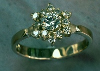 18k Yellow Gold Ring Brilliant cluster Star shape