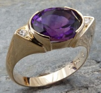 14ct Yellow Gold Ring oval dark Amethyst 10x8mm facetted 2 Diamonds Brilliant cut