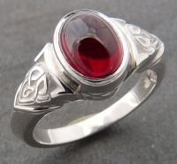 Ring in Sterling Silver Celtic Knot design oval Almandine Garnet Cabouchon