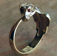 Ouroboros Ring White Gold facetted garnet eyes