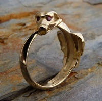Ouroboros Ring Yellow Gold facetted ruby eyes