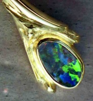 Brooch in 18ct Yellow Gold long pin carved with Australian solid opal shortened for matching earrings or pendant