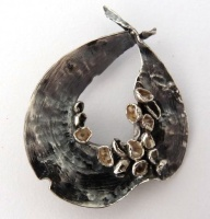 29bpbs_pendant_brooch_black_silver_eucalypt_leaf_curled1991june_on_white_background4_24