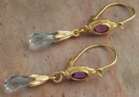 74EGAA Ear Pendant pair 18ct Yellow Gold Aquamarin briolett and Amethyst cabouchon