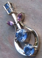 Pendant in 18ct White Gold 6 Sapphires Art noveau Style