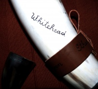 engraving_custom_design_on_white__1_5l_drinking_horn_with_silver_tip_in_iron_stand100ml_horn_medieval_pattern_swirls__detail