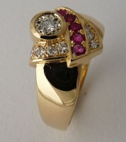 Ring highly sculptured in 18ct Yellow Gold featuring 8 Diamonds in Brilliant cut and 6 Rubies