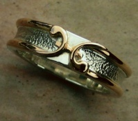 144RSRG Ring in 18ct Rose Gold and Sterling Silver Pisces symbol Fish star sign Design hammer finish